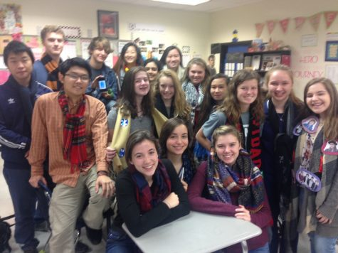 """AP language students celebrate """"Scarfsgiving"""""""