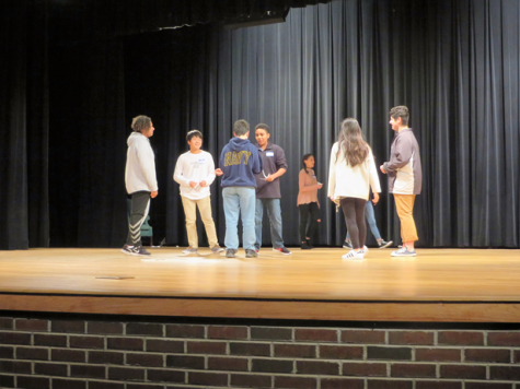 Professional instructs freshman literature classes in the art of stage combat