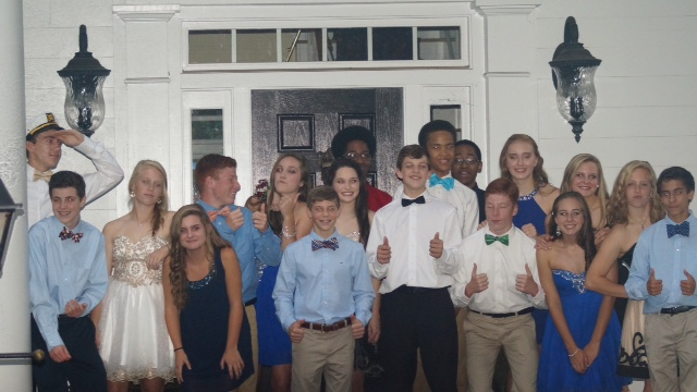 A+group+of+freshman+enjoy+themselves+before+the+Homecoming+Dance.+