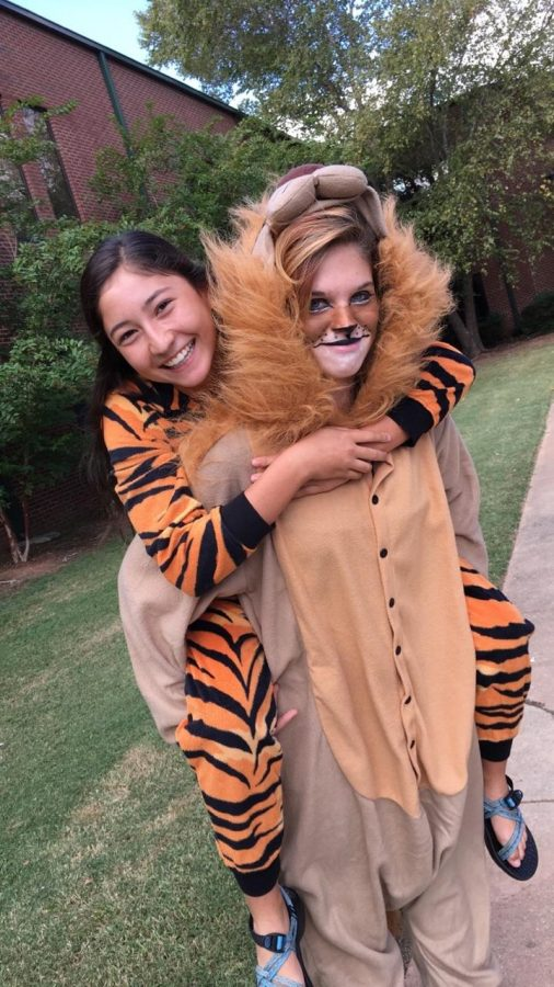 Sophomores+Claire+Traylor+and+Lucy+Stone+dressed+up+as+a+tiger+and+a+lion+for+safari+day.