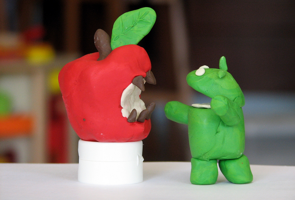 A+clay+representation+of+Apple+versus+Android+operating+systems.