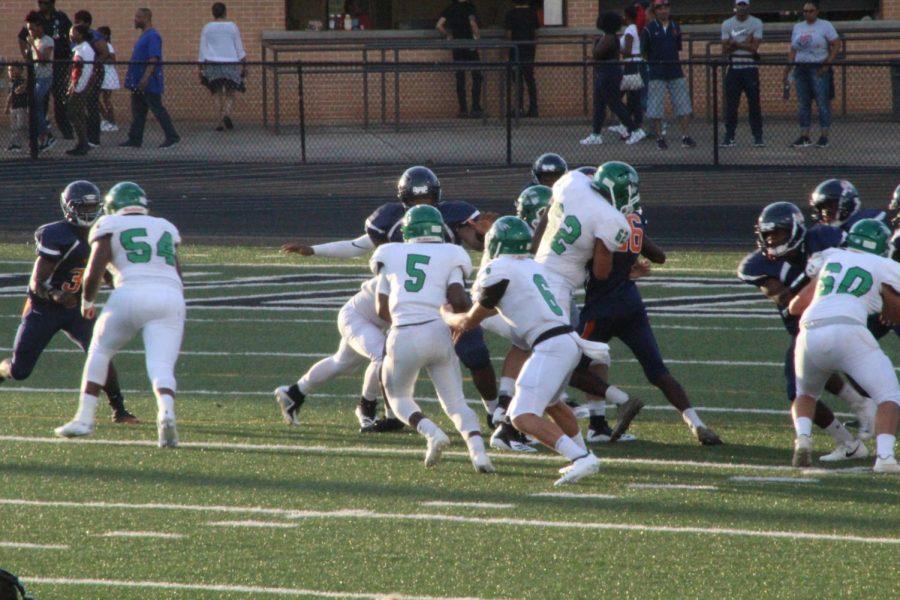Kinamon passing the ball off to Smith