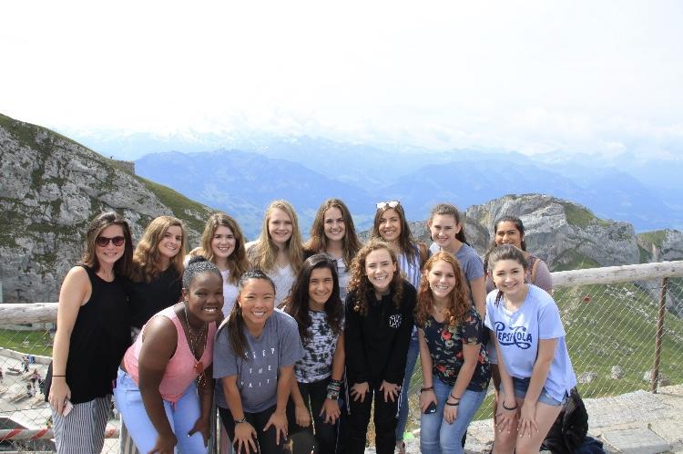 Group+photo+on+top+of+mountain+Pilatus%2C+Lucerne+Switzerland.%0D%0A