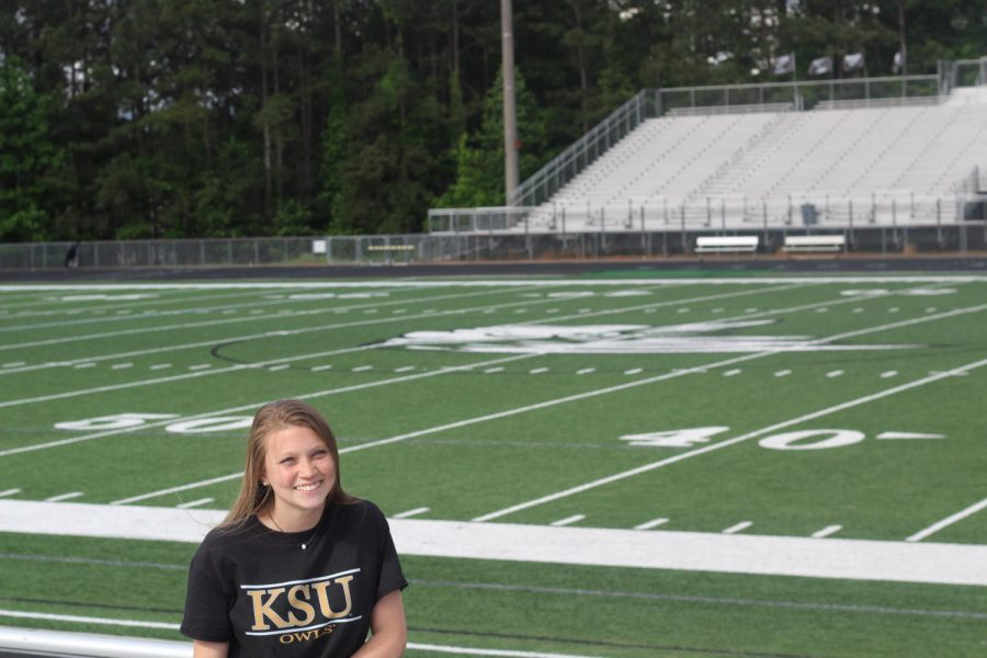 Senior+Kamryn+Torr%2C+Editor+in+Chief%2C+poses+in+her+Kennesaw+State+shirt.+
