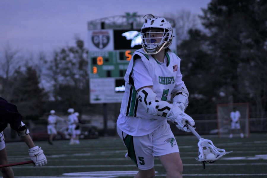 Sophomore+Liam+Banks+runs+down+the+field+looking+for+a+teammate+to+pass+the+ball+as+they+reach+the+opposing+goalie.